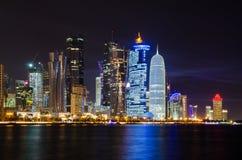 Doha linii horyzontu nocy scena Fotografia Stock