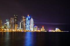 Doha linii horyzontu nocy scena Obrazy Stock