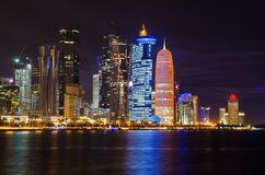 Doha linii horyzontu nocy scena Obrazy Royalty Free