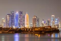 Doha miasta linia horyzontu przy noc, Katar Zdjęcia Royalty Free