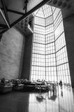 Doha miasto Katar, Styczeń, - 02, 2018: Ogromny witrażu okno w restauraci w głównej sala popularny muzeum Islamska sztuka Fotografia Royalty Free
