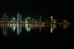 Doha na noite imagem de stock royalty free