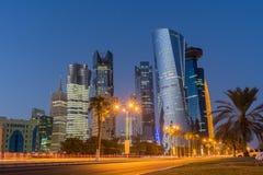 Doha på den blåa timmen, Qatar Fotografering för Bildbyråer