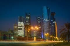 Doha på den blåa timmen, Qatar Royaltyfri Foto