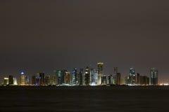 Doha przy Noc Obrazy Stock