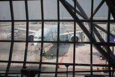 DOHA, QATAR - APRIL 4: Vliegtuigen van Qatar Stock Foto