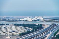 DOHA, QATAR - 3 DÉCEMBRE 2016 : Vue aérienne d'aéroport de ville Thi Images libres de droits