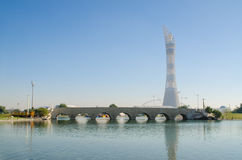 DOHA, QATAR - 26 DE JULIO: La torre de la aspiración en complejo de la ciudad de los deportes de Doha 26 de julio de 2015 en Doha Fotos de archivo libres de regalías
