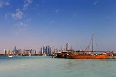 Doha, Qatar : Les bateaux à voile traditionnels ont appelé Dhows photo libre de droits