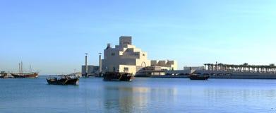 Doha-Schacht und Museum an der Dämmerung Lizenzfreies Stockbild