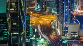 Doha skycreapers Κατάρ, Μέση Ανατολή φω'των νύχτας διατομής σταυροδρομιών άποψης timelapse κάτω τηλεοπτικά φιλμ μικρού μήκους