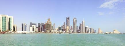 Doha-Skylinepanorama Lizenzfreie Stockfotos