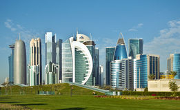 Doha torn och parkerar Arkivbild