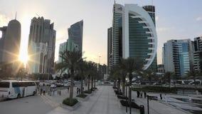 Doha västra fjärdsolnedgång arkivfilmer