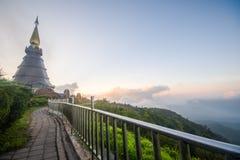 Doi Inthanon e névoa da manhã, montanha em Tailândia Imagens de Stock Royalty Free