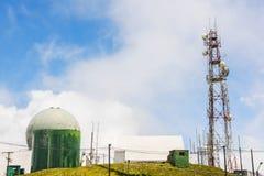 Doi Inthanon kontroll och anmälamitt med radarstationen, Chiang Mai, Thailand Arkivbilder