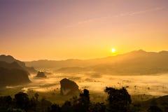 Doi Phulangka bij zonsopgang Stock Afbeeldingen