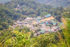 Doi Pui's Hmong etnisk kulle-stam by, flyg- sikt från Royaltyfri Bild