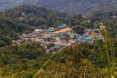 Doi Pui's Hmong etnisk kulle-stam by, flyg- sikt från Royaltyfria Foton