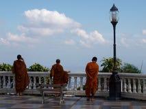 doi suthep寺庙的修士 免版税库存图片