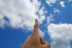 Doigt dans le ciel Photo stock