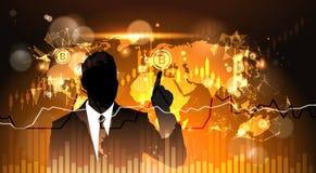 Doigt de point d'homme d'affaires de silhouette à Bitcoin au-dessus technologie d'argent de Web de Digital de concept de devise d Images stock