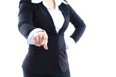 Doigt de point de femme d'affaires à vous regardant l'appareil-photo Photographie stock libre de droits