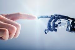 Doigt robotique émouvant de doigt du ` s d'homme d'affaires image stock