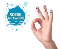 Doigts corrects heureux avec le signe et les icônes sociaux de réseau Photographie stock