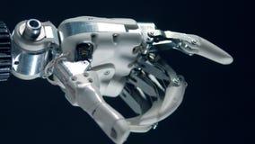Doigts de recourbement de prothèse en métal, production bionique banque de vidéos