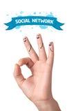 Doigts en bon état heureux avec le signe et les graphismes sociaux de réseau Image libre de droits