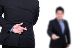 Doigts menteur de main d'homme d'affaires faux croisés Photo stock