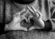 Doigts pliés sous forme de coeur Rebecca 36 Photo libre de droits