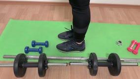 doing exercise stretching woman φιλμ μικρού μήκους