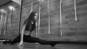 doing girl yoga young closeup φιλμ μικρού μήκους