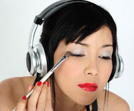 Doing make-up Royalty Free Stock Photography