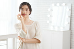 Free Doing Make-up Stock Photography - 90925712