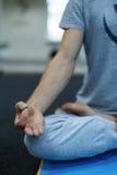 doing man yoga young Στοκ Φωτογραφίες