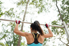 Doing pull-ups Royalty Free Stock Images