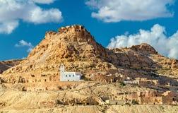 Doiret看法,一个小山顶位于的巴巴里人村庄在南突尼斯 库存图片