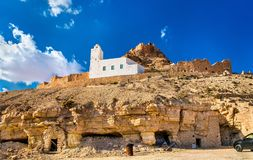 Doiret看法,一个小山顶位于的巴巴里人村庄在南突尼斯 免版税库存图片
