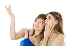Dois adolescentes que olham acima Imagens de Stock
