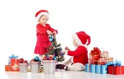 Dois ajudantes pequenos de Santa Imagens de Stock