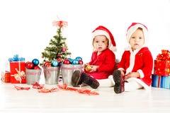 Dois ajudantes pequenos de Santa Fotografia de Stock