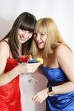 Dois amigos bonitos com cocktail Foto de Stock Royalty Free