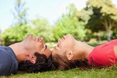 Dois amigos com seus olhos fechados Imagem de Stock Royalty Free