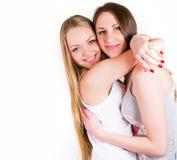 Dois amigos de menina que sorriem junto Fotografia de Stock Royalty Free