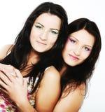 Dois amigos de menina que sorriem junto Imagem de Stock Royalty Free