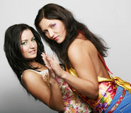 Dois amigos de menina que sorriem junto Imagens de Stock Royalty Free