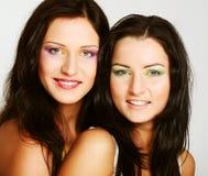 Dois amigos de menina que sorriem junto Fotos de Stock Royalty Free